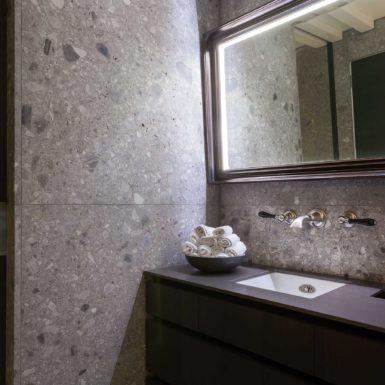 Het Rokin penthouse is ontworpen door interieurontwerper Cris van Amsterdam.