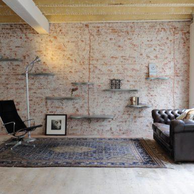 Elfshelves, opbergen in stijl. Interieurontwerper Cris Van Amsterdam heeft karakter, sfeer en functionaliteit als pijlers voor zijn interieurontwerpen.